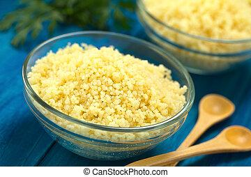 Couscous cocinado en vasos