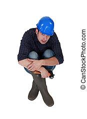 Craftsman sentado en el suelo