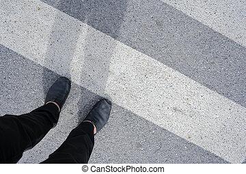 crosswalk., hombres, a través de, ambulante