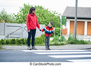 crosswalk, madre, hijo