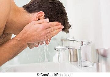 cuarto de baño, lavado, shirtless, joven, cara, hombre