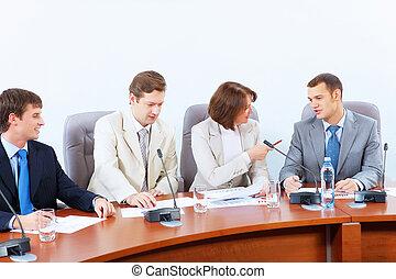 Cuatro empresarios en la reunión