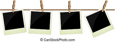 Cuatro fotos polaroid colgando