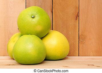 Cuatro pomelo