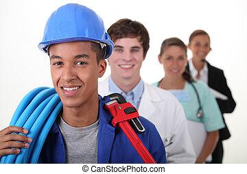 Cuatro trabajadores con diferentes profesiones
