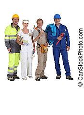 Cuatro trabajadores en diferentes comercios