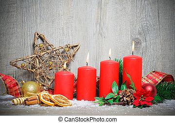 Cuatro velas aventureras ardiendo