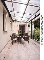 Cubierta terraza con muebles de jardín