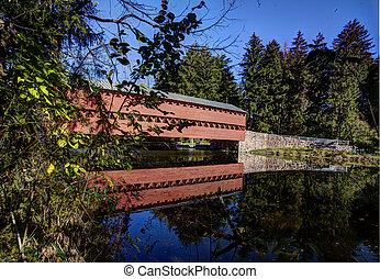 Cubierto puente de madera