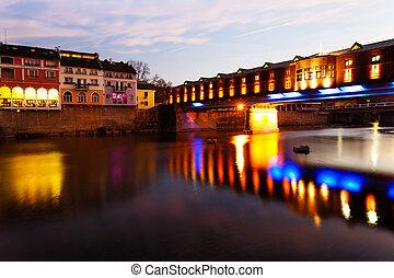 Cubierto puente de madera, pueblo de amor, bulgaria