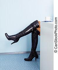 cuero, botas, alto, hembra negra, piernas