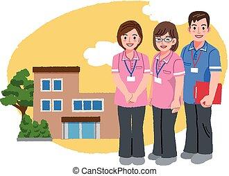 Cuidadores sonrientes con uniforme rosa y asilo
