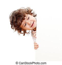 Curioso rostro de niño con estandarte de publicidad en blanco