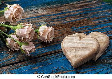 de madera, corazones, hechaa mano, rosas