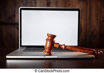 de madera, internet, cyber, ley, jueces, martillo, crimen, keyboard., concepto, computadora