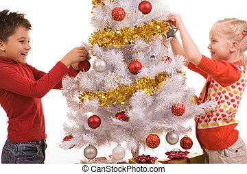 Decorando el árbol del año nuevo