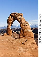 Delicado arco en el parque nacional, Utah