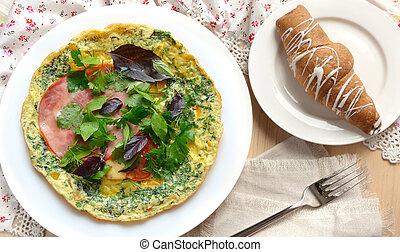 Desayuno con tortilla, jamón, albahaca y croissant