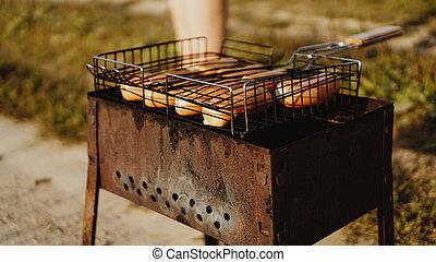 descansar, hierro, cuadrícula, salchichas, delicioso, asado parrilla, barbacoa, portátil