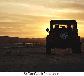 desierto puesta sol, vehículo