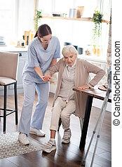 después, elaboración, viejo, pasos, mujer, ayudar, enfermera de la cirugía