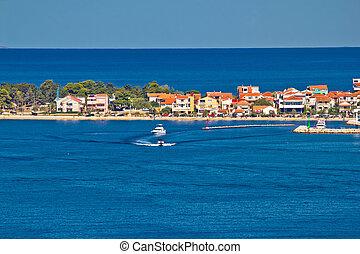 destino turístico Zadar y mar azul