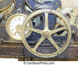 Detalle de un viejo reloj mecánico