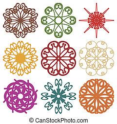 Diferentes elementos de decoración en blanco