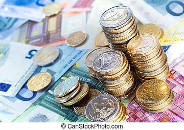 Dinero en euros y billetes