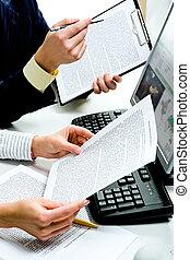 Discutiendo documentos