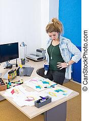 Diseñador creativo en el trabajo