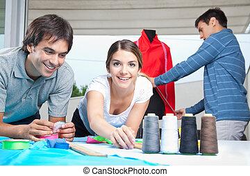diseñadores, moda, trabajo junto
