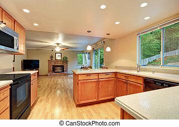 Diseño interior de una bonita cocina con vista a la sala de estar.