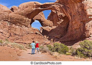 Doble arco en el parque nacional de Arches