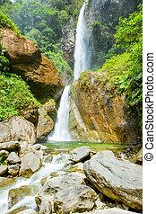 Doble cascada en Machay River Ecuador