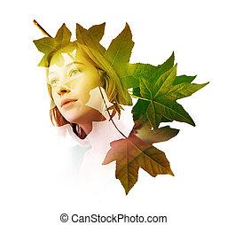 Doble exposición de mujer con hojas de árbol