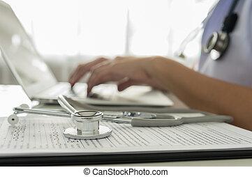 Doctor trabajando