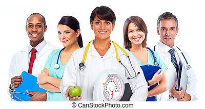 Doctora mujer con escamas y manzana.