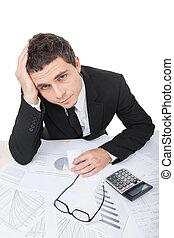 documentos, trabajando, cansado, trabajador, sentado, trastorno, joven, hombre de negocios, documents., lectura