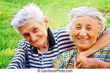 Dos ancianos enamorados