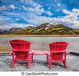 Dos cómodas sillas rojas
