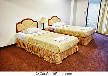 Dos camas en el interior del hotel