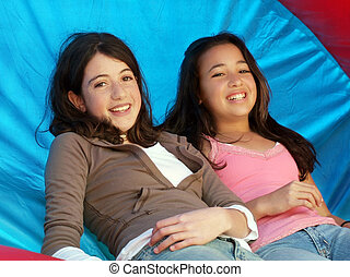 Dos chicas felices