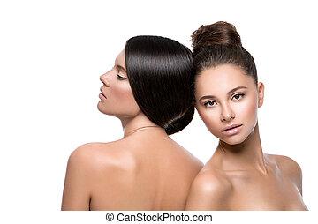 Dos chicas hermosas con piel perfecta