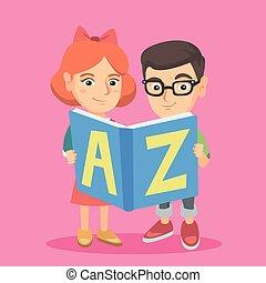 Dos chicos caucásicos estudiando con un libro de ABC.