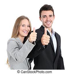Dos empresarios están de acuerdo con el pulgar hacia arriba