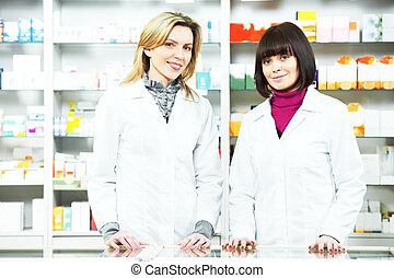 Dos farmacias en la farmacia