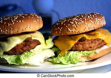 Dos hamburguesas con queso