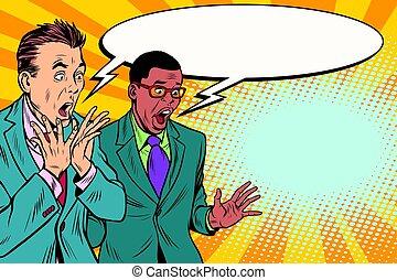 Dos hombres de negocios conmocionados, grupo multiétnico