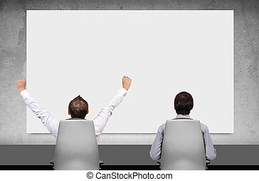 Dos hombres de negocios en la sala de juntas